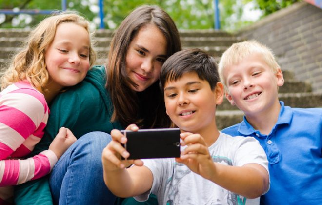 Kinder und Smartphones