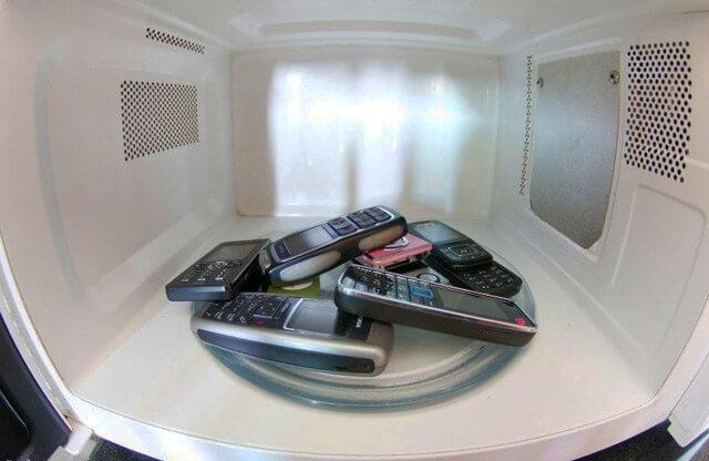 Handys in der Mikrowelle